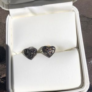 Jewelry - Heart earrings